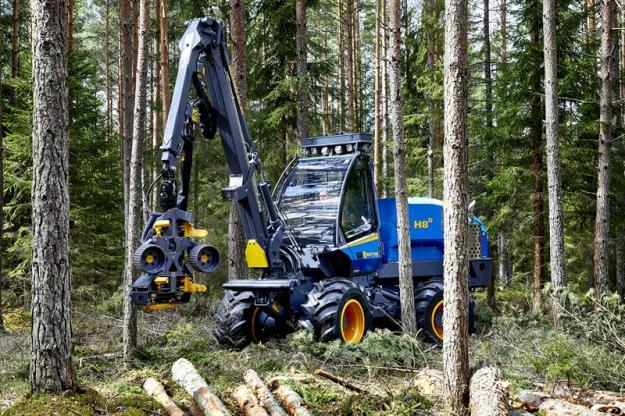 Rottne H8D är en liten, smidig och kompakt skördare. Tack vare sin storlek är det en ypperlig skogsmaskin för beståndsgående gallring.