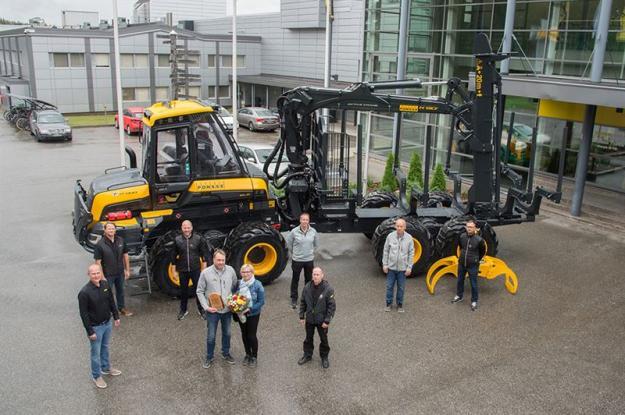 PONSSE-skogsmaskin nummer 17 000 är färdig för leverans.
