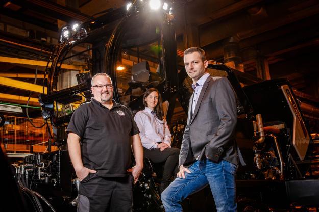 På fotot från vänster: Jari-Pekka Ylikoski, Johanna Sereda och Pascal Réty.