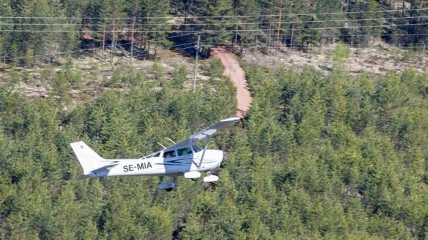 Ett skogsbrandbevakande flyg ute på uppdrag.
