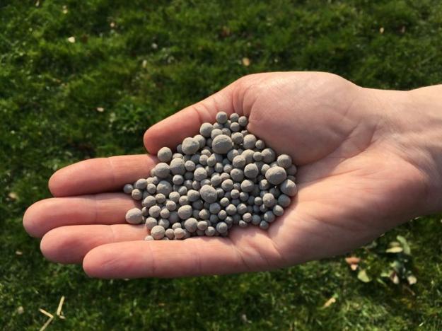 Askan pressas till granuler som blir betydligt lättare att hantera.