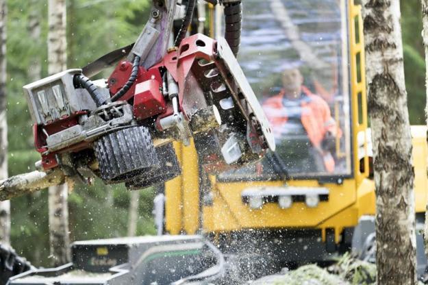 <span>Omkring 230 skogsmaskinlag över hela Sverige deltar i tävlingen och har chans att vinna i någon av de två tävlingskategorierna Bäst resultat och Störst förbättring.</span>