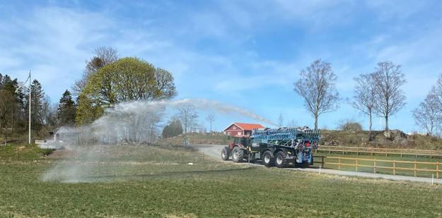 Gödseltunna strålmunstycke bekämpa skogsbrand.