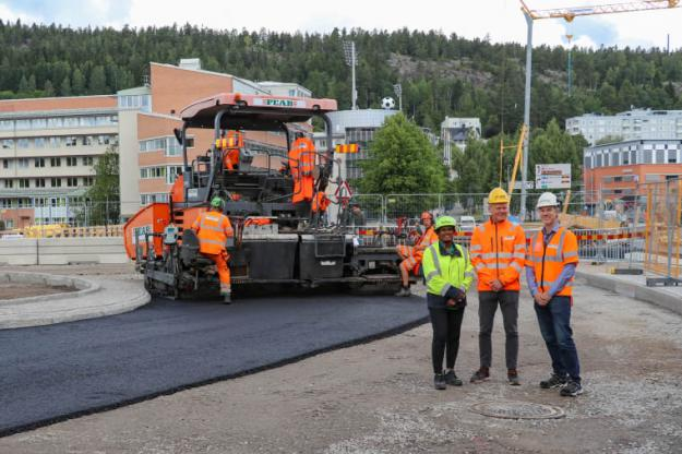 Teststräcka i Sundsvall. På bild fv Monica Normark, Sekab, Lars Jansson, Peab Asfalt, Mats Wendel, Peab Asfalt.
