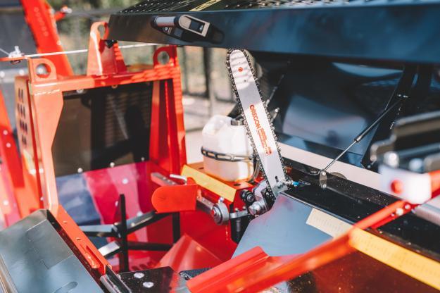 Japa 365 kapar och klyver samtidigt tack vare den tilltagna hydraulkapaciteten.