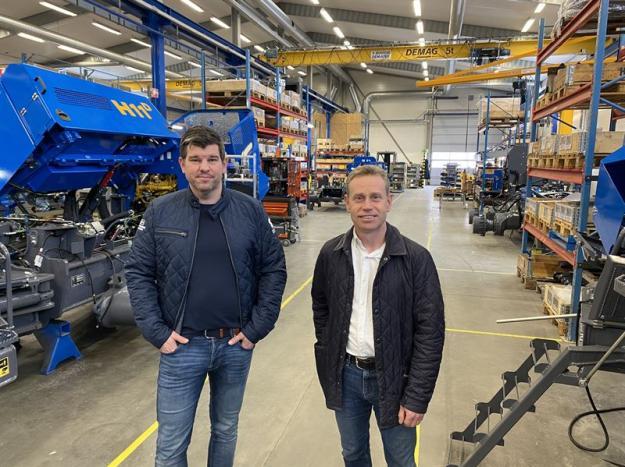 Tobias Johansson, vd, (till vänster) och Arne Isaksson, försäljnings- och marknadschef, på Rottne Industri AB, ser en tydlig uppgång i orderingången för nya skogsmaskiner.