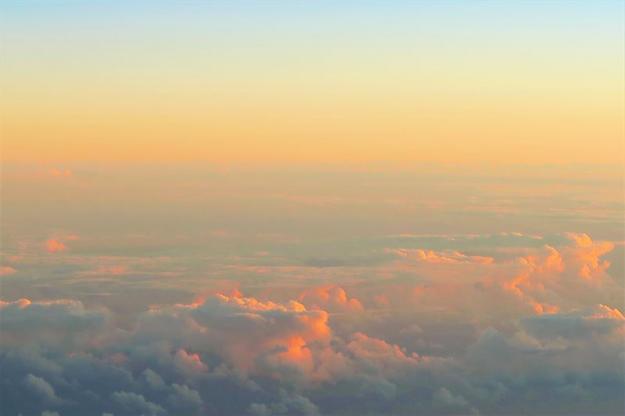 Forskarna har tittat särskilt på hur den atmosfäriska partikelbildningen från så kallade terpener - ämnen som avges från till exempel skog - påverkas av andra luftföroreningar.