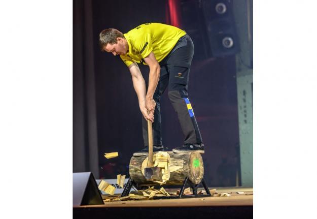 Adam Bjöns satte flera personbästa under sin första tävling på Europanivå, bland annat i Underhand Chop.