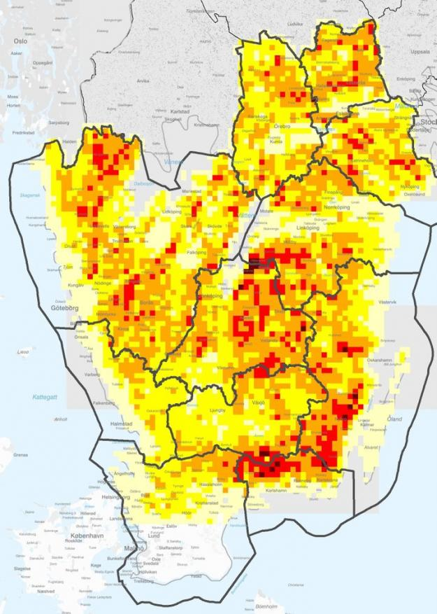 Här är risken för angrepp av granbarkborre som störst i södra och delar av mellersta Sverige. Ju rödare, desto större andel av skogen finns i de högre riskklasserna.